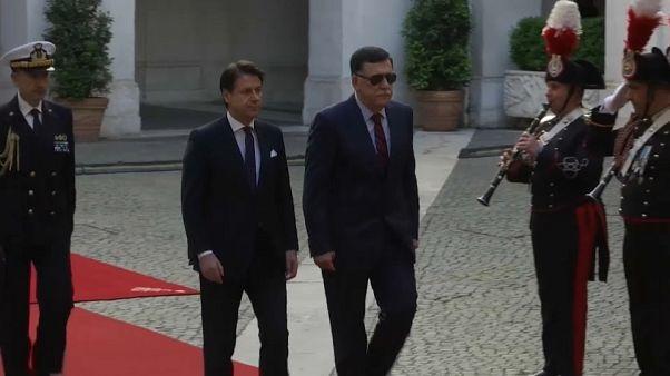 Libia, Serraj contro l'isolamento: dopo Conte, incontri con Merkel e Macron