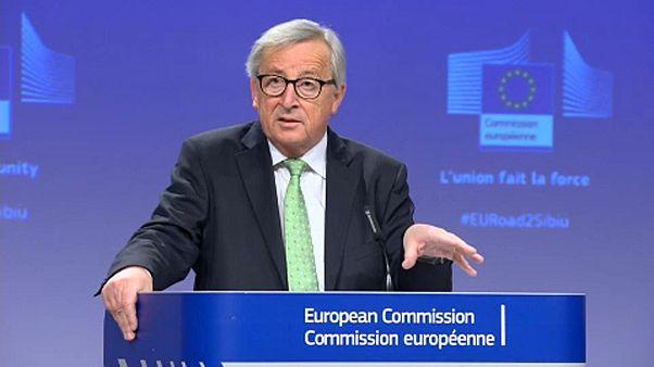 Γιούνκερ: «Είμαι περήφανος που κρατήσαμε την Ελλάδα στην Ευρωζώνη»