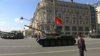 """موسكو تستعرض قواتها في ذكرى هزيمة """"النازية"""" ...فما هو جديد قطعها الحربية؟"""