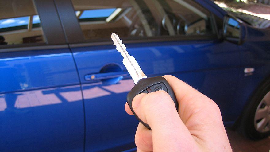 مفاتيح السيارت في مدينة أمريكة تتعطل لأسابيع.. والسكان يحاولون فك اللغز