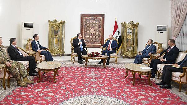 مايك بومبيو مجتمعاً بالرئيس العراقي ومسؤولين عراقيين آخرين