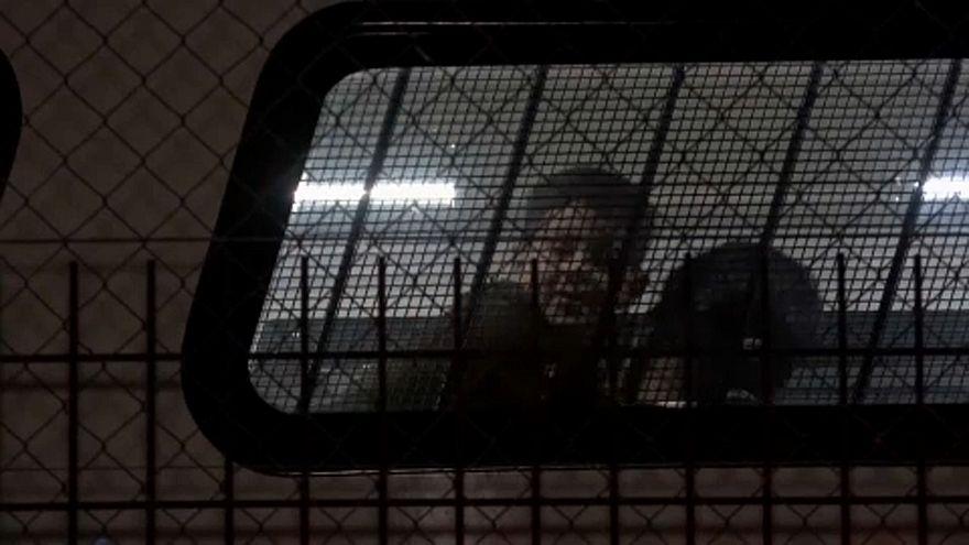 Kitoloncoltak két menedékkérő családot Magyarországról