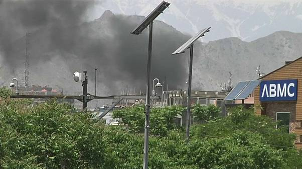 سحابة دخان تلت الانفجار في كابول