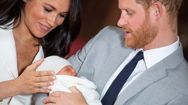Así son las primeras imágenes del bebé del príncipe Enrique y Meghan Markle
