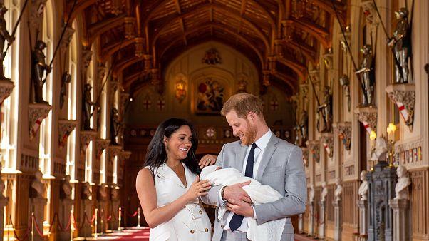 Íme az első fotók Harry és Meghan kisfiáról