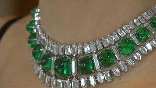 شاهد:عقد من الماس والزمرد قد يباع بأربعة ملايين دولار في مزاد بجنيف
