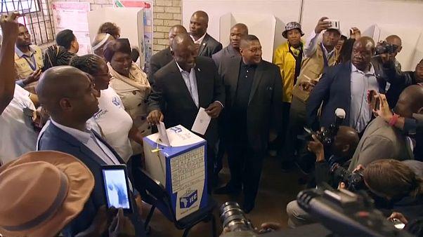 Sul-africanos votam em clima de frustração