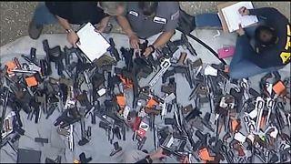عرض للأسلحة المضبوطة