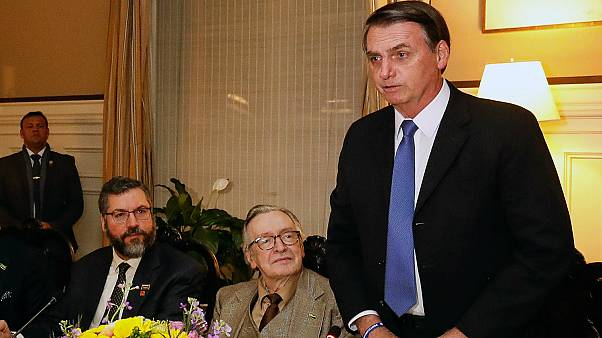 Photo AFP : Jair Bolsonaro et son mentor, l'écrivain Olavo de Carvalho