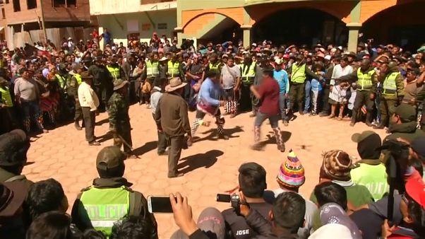 شاهد: البوليفيون يتبادلون اللكمات في مهرجان تقليدي للشجار