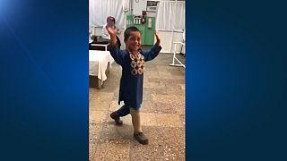 رقص احمد ۵ ساله با پای مصنوعی