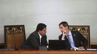 El vicepresidente del Parlamento, Edgar Zambrano, junto a Juan Guaidó