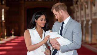 الأمير هاري وزوجته والمولود الجديد في قصر وندسور