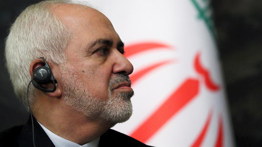 وزير الخارجية الإيراني محمد جواد ظريف أثناء مؤتمر صحفي مع نظيره الروسي