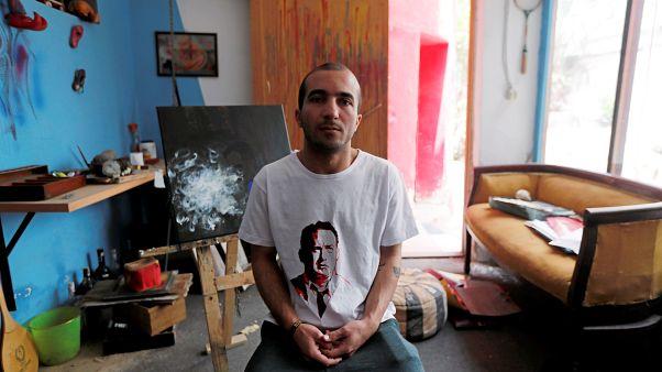 سجين سابق رسوماته تكشف مآسي الزنازين