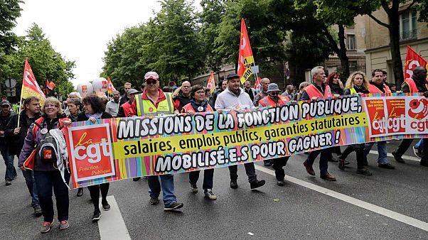 Tiltakoznak a francia közszolgák