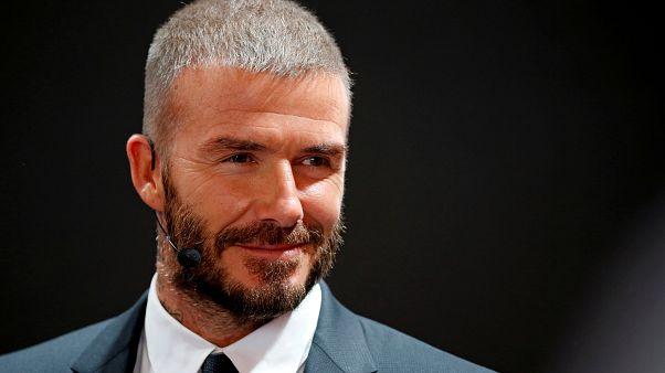 Otomobil kullanırken cep telefonuyla konuşan David Beckham'ın ehliyetine 6 aylığına el konuldu