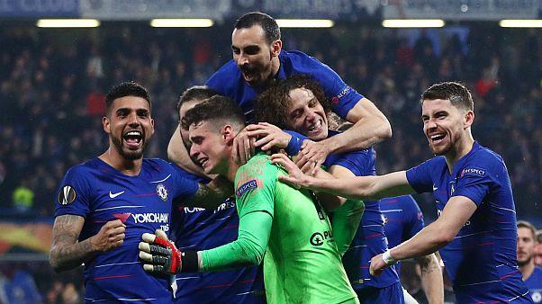 Guarda-redes do Chelsea brilhou nos penáltis e equipa agradeceu-lhe