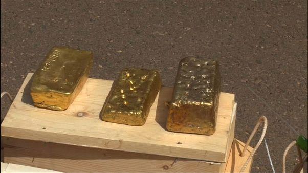 شاهد: السودان يصادر 241 كيلوغراماً من الذهب ضبط على متن طائرة هبطت في الخرطوم