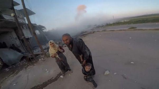 Siria, è offensiva su Idlib: decine di morti e oltre 100mila sfollati
