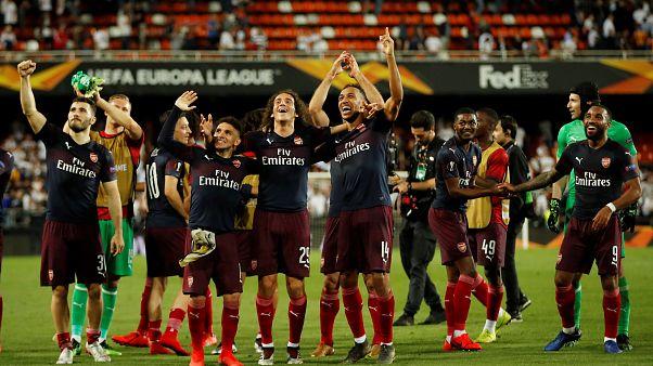 أوباميانغ يقود أرسنال لفوز كبير على فالنسيا والتأهل لنهائي الدوري الأوروبي