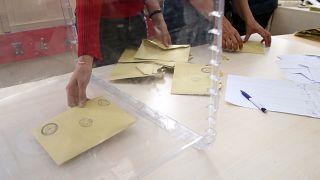 Diyarbakır Lice'de açığa alınan 11 muhtarın yerine kayyum atandı