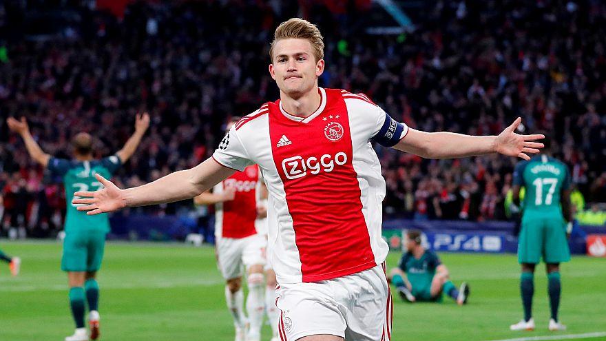 Hastayım deyip Londra'ya Ajax maçını izlemeye giden futbolcunun sözleşmesi feshedildi