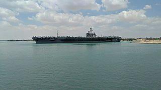 حاملة الطائرات الأمريكية  أبراهام لينكولن أثناء عبورها من قناة السويس