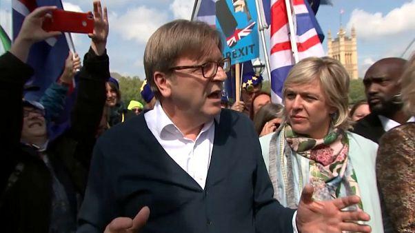 """Dépeint comme """"répugnant' par un tabloïd britannique, Guy Verhofstadt réplique"""