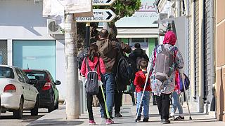 همکاری مردان نقابپوش و پلیس مرزی یونان برای اخراج پناهجویان