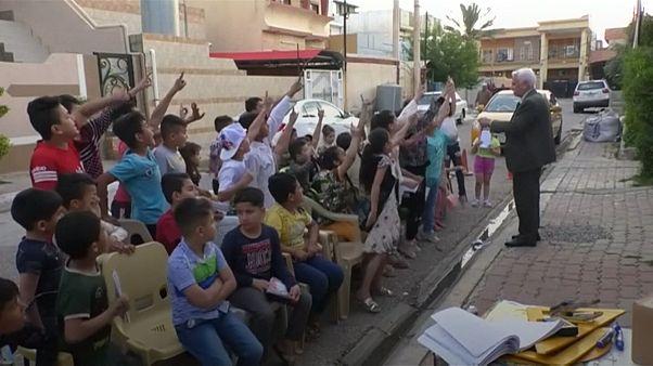 کلاس درس معلم بازنشسته عراقی در کوچههای کرکوک