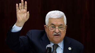 محمود عباس يثير الاستهجان بكتيب تعليمي جديد يقتبس أقواله ومواقفه