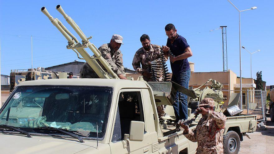 La ONU llama a un alto el fuego en Libia
