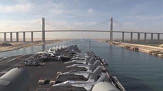 حاملة الطائرات الأمريكية أبراهام لينكون تعبر قناة السويس