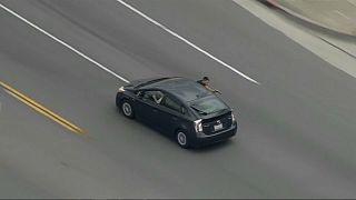 ویدئو؛ تعقیب و گریز پلیس آمریکا و فردی مسلح در بزرگراهی در لسآنجلس