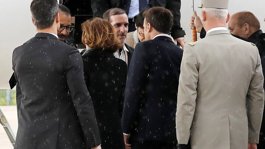 Hostages pay tribute to French soldiers who died to save them
