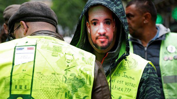 Los chalecos amarillos persisten contra Macron