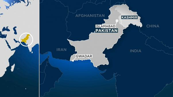 Gunmen attack luxury hotel in Pakistan