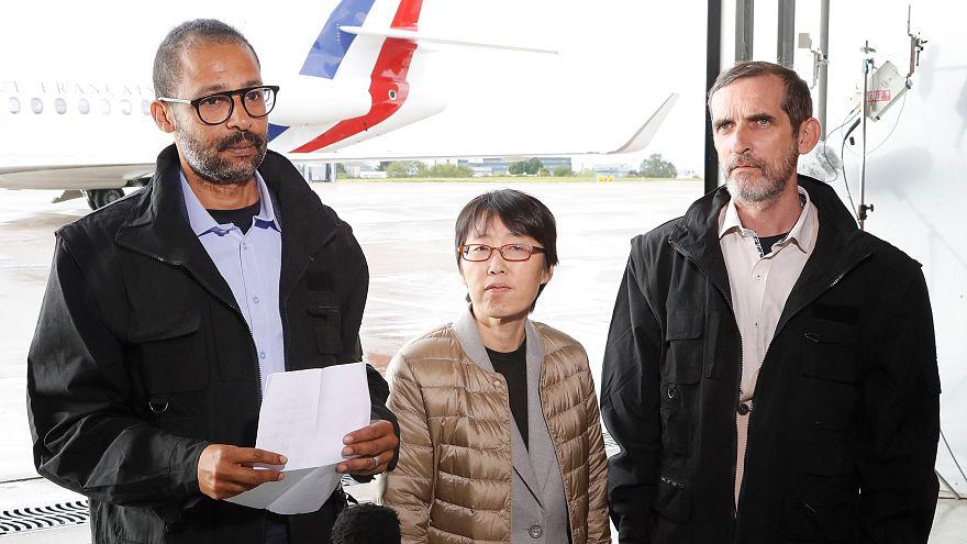 I tre ostaggi liberati sono atterrati in Francia.