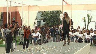 Un défilé de mode pour les femmes détenues d'une prison péruvienne