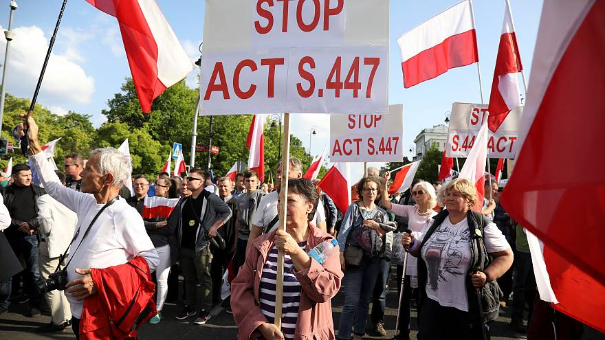 Polish far-right demonstrators protest against restitution of Jewish property