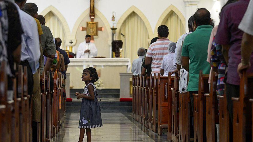 Igrejas reabrem portas no Sri lanka