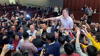 ویدئو؛ درگیری در مجلس هنگکنگ بر سر لایحه قانون استرداد مجرمان به چین