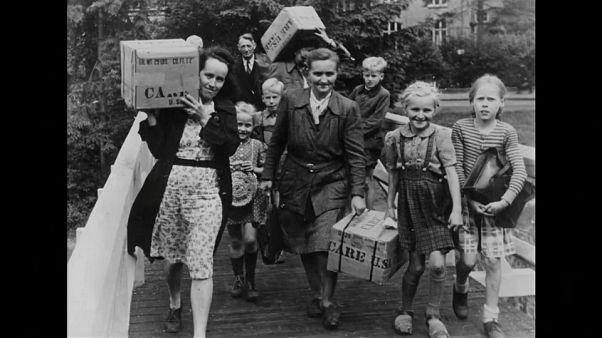 70 Jahre danach: Berliner feiern Rosinenbomber