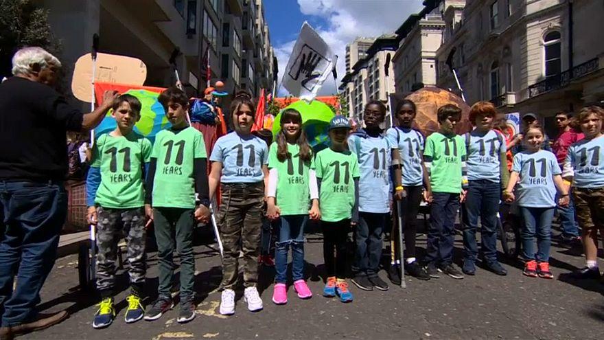 Διαδηλώσεις για το κλίμα σε Λονδίνο και Βρυξέλλες