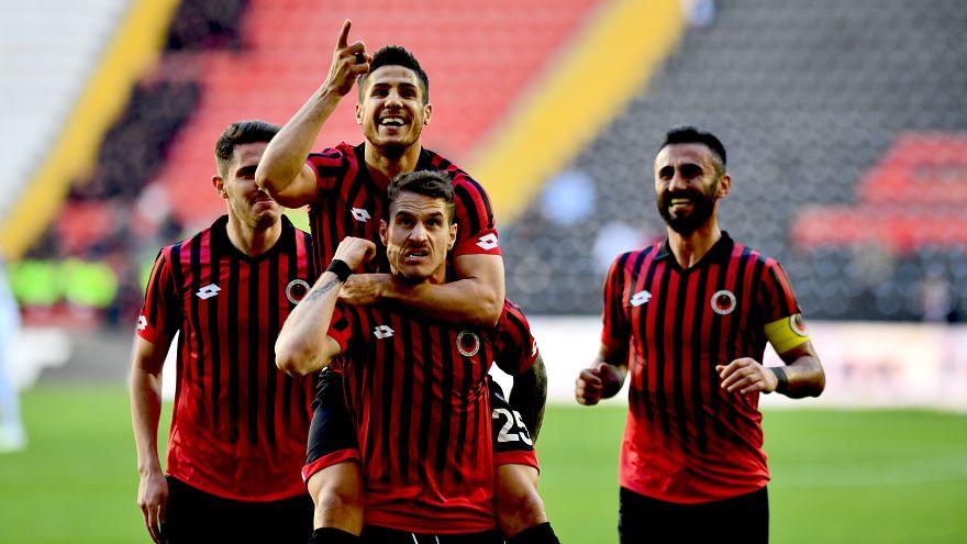 Gençlerbirliği ve Abalı Denizlispor Spor Toto Süper Lig'e yükselmeyi garantiledi