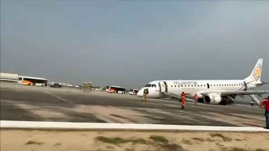 Mιανμάρ: Δραματική προσγείωση αεροσκάφους