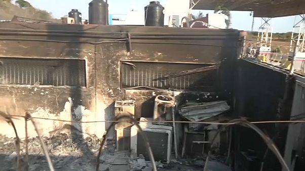 المهاجرون يفرون من مركز لجوء في المكسيك بسبب اندلاع حريق