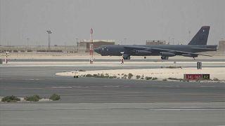 شاهد: قاذفة أميركية من طراز بي-52 تحلق من مدرج قاعدة قطر الجوية