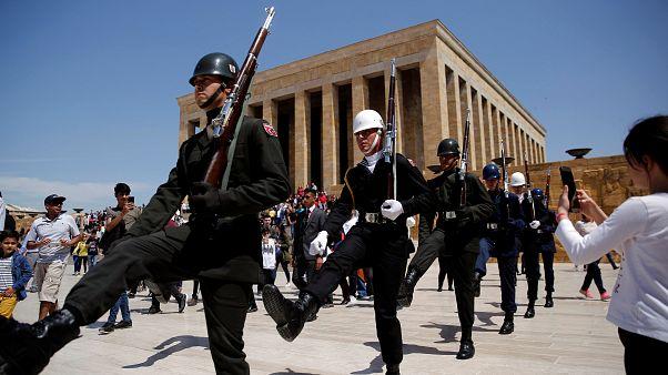"""""""Atatürk mitolojik bir kahramana dönüştü, Atatürkçülük tartışmaları rasyonel zeminden uzaklaşıyor"""""""